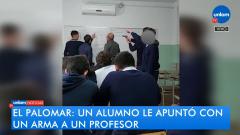 Alumno apunta  con un arma a un profesor